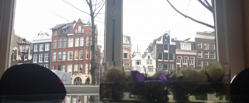 Kamer01 Green Room Street View Amsterdam  Intimate Historic Bed & Breakfast in Amsterdam: Kamer01 IMG 0487 944x390