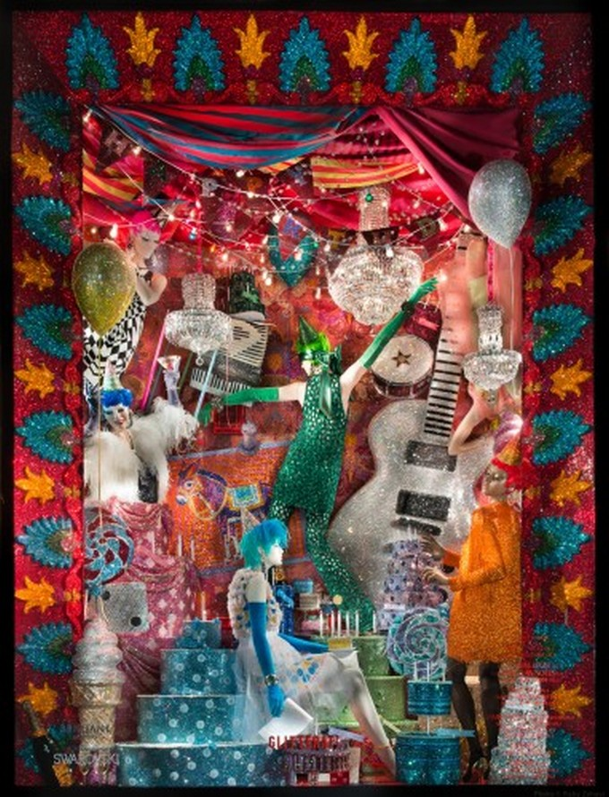 WHAT TO DO IN NY: SEE FIFTH AVENUE CHRISTMAS WINDOW DISPLAYS